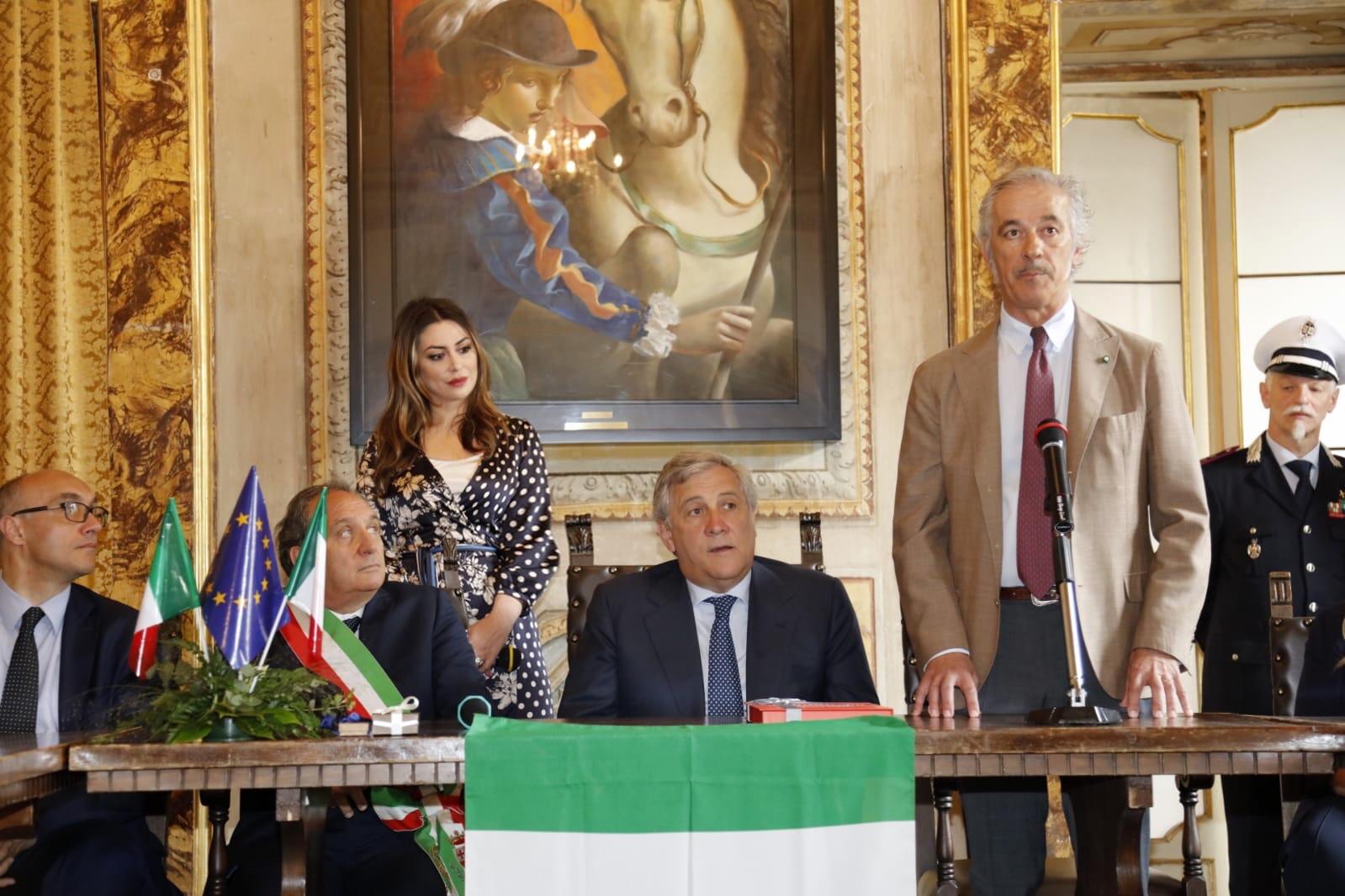 Italiano il presidente del parlamento europeo in visita for Quanti sono i membri del parlamento italiano